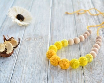 Yellow nursing necklace for mom/ Breastfeeding necklace - Teething necklace - Nursing Jewelry
