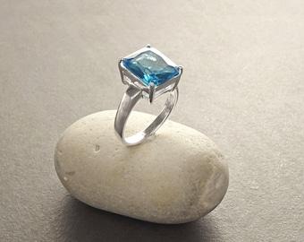 Vintage style Ring - Sterling Silver Ring - Vintage Design - Topaze Zirconia Gemstone - Unique Ring - Blue Ring - Sparkling ring. 925.
