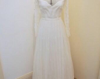 Stunning A-line Long Sleeve Vintage Wedding Dress Size 8