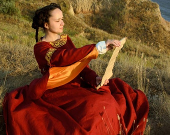 """Medieval red long linen dress """"Redsleeves""""."""