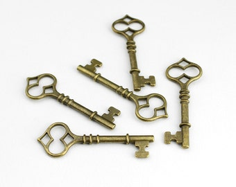 Antique Brass Skeleton Key Pendant Charm - 5 Pieces