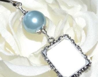 Wedding bouquet photo charm.Blue, white, ivory, gold or pink pearl photo charm. Handmade wedding keepsake. Gift for the bride. Memory photo