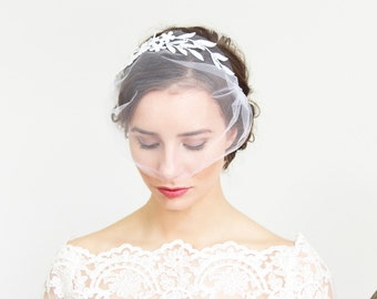 White Veil Lace Headpiece and Flower Pins Bridal Wedding Accessoeries