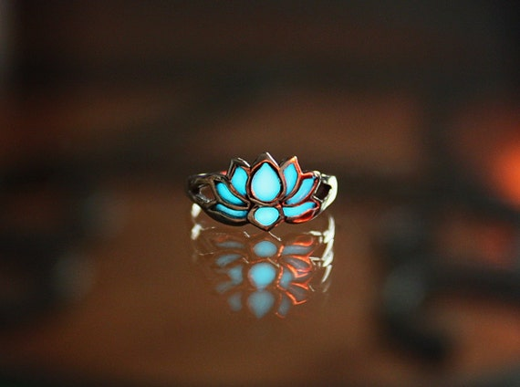 LOTUS Flower Toe Ring GLOW in the DARK