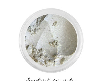Eyeshadow // Mineral Eyeshadow // Mineral Makeup // Natural Makeup // Shimmer Eyeshadow // Pearl Pigment // Sparkle