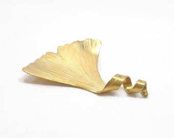 Ginkgo leaf brooch, Golden leaf brooch, vintage golden brooch, nature brooch, leaf brooch, elvish brooch, art nouveau golden brooch.