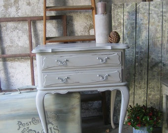 Chest of drawers of taupe