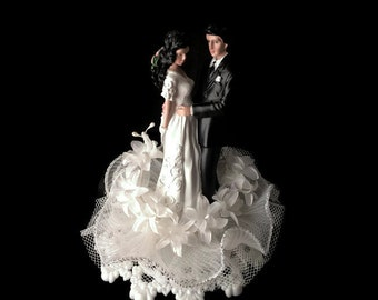 Bride and Groom Wedding Cake Topper- Latino wedding couple- Mr and Mrs - White Wedding Cake Topper- Ethnic- Custom Wedding Cake Topper