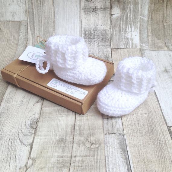 White unisex baby booties, Crocheted baby booties, Crocheted boots, White crochet baby booties, Baby gift, Baby boy, Baby girl,Gift