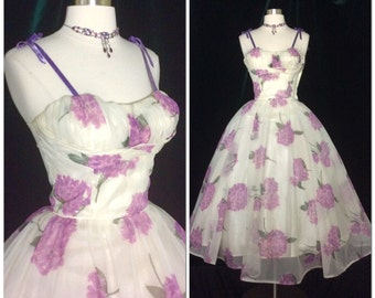 ICONIC 1950s vintage dress Very Full Skirt / Shelf bust / Retro / Rockabilly / Glamour