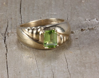 Estate 10K Gold Estate Peridot Gold Ring