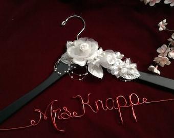 Personalized wedding hanger, Bride hanger, wedding dress hanger