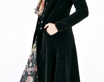 Divine Vintage 70's Black Velvet Victorian Style Fitted Coat