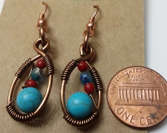 Earrings in turquoise with copper wire.