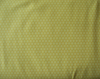 Blank A7352 044 Garden Critters, yellow with gold hexagons, beehive