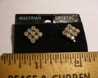 vintage Swarovski Post Earrings(143)