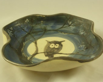 Serving dish with owl