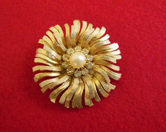 Vintage Gold Tone with Pearl and Rhinestones Brooch Pin