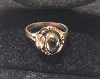 Vintage Beautiful lnc 925 sterling sliver ring with gem/stone