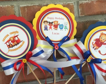 Daniel Tiger Centerpieces. Daniel Tiger birthday party. Daniel tiger party. Daniel tiger party supplies. Daniel tiger party decorations.