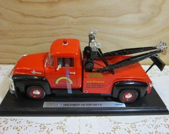 Collectible Welly 1956 Ford F-100 Tow Truck 1:18 Scale Die Cast Red Model Car