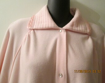 Vintage Vanity Fair long pink fleece robe with pearl snap buttons and beautiful satin trim. Excellent like new condition. Size Large
