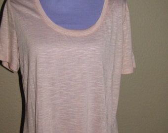 Plus Size - Slub knit tee with short sleeves and scalloped high low hem and round neck