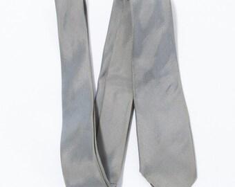 1960's vintage Unlabeled iridescent gray silk skinny neck tie