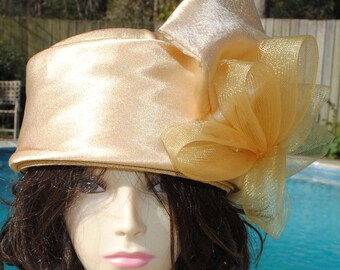 Vintage Giovannio Gold hat 22 1/2 inches
