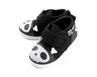 Captain Zuga Skull Toddler Walking Shoe with On-Off Squeaker by ikiki Squeaky Shoes