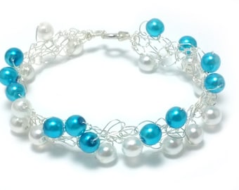 FREE SHIPPING Wire crochet bracelet with glass beads: White and blue pearl