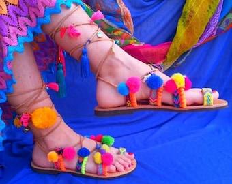 RiRiPoM, Tie Up Gladiator sandales en cuir, Boho Chic sandales, sandales en cuir grec, Boho sandales, sandales pom Pom, «Nerissa»