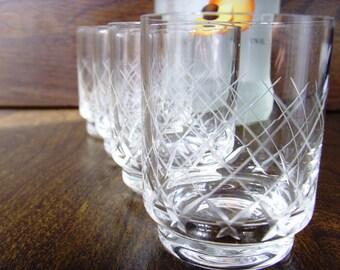 Beautiful Vintage set of 4 Shot/Liqueur glasses