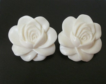 ON SALE Vintage White Carved Plastic Flower Earrings 881
