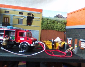 Model Fire Engine Diorama, 1.24 scale, with 6 Figures
