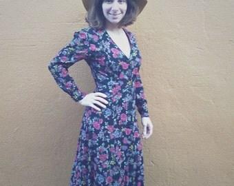 vintage floral dress // grunge dress // long floral dress // button front // 80s dress // 90s dress // floral dress // S