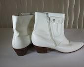 MEN'S SHOES White leather. Men's size 9D.  Mint condition. Vintage early 1980's.
