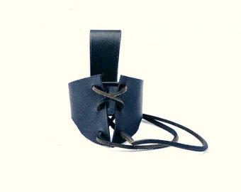 Leather drinking horn belt holster, black. Two sizes :for 100ml to 500ml horne. For reenactment, medieval, fantasy, viking, LARP,Cosplay