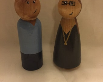 Family of two peg dolls