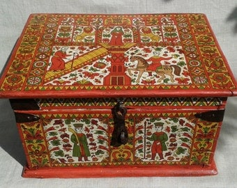 Russian folk art.Wooden Chest Traditional Russian painting.Permogorskaya painting.Northern Dvina
