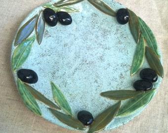 Blue plate with olives / Голубое блюдо с маслинами