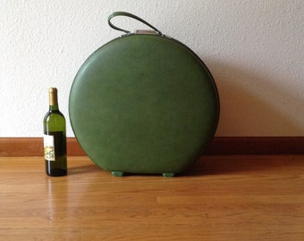 Vintage American Tourist Tiara Round Suitcase, Like New Vintage Luggage, Travel Luggage, Overnight Case, Olive Green
