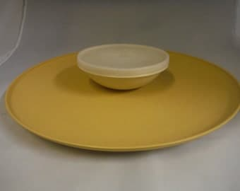 Vintage 1970's Tupperware veggie/chips/snack serving tray harvest gold-collectible-retro