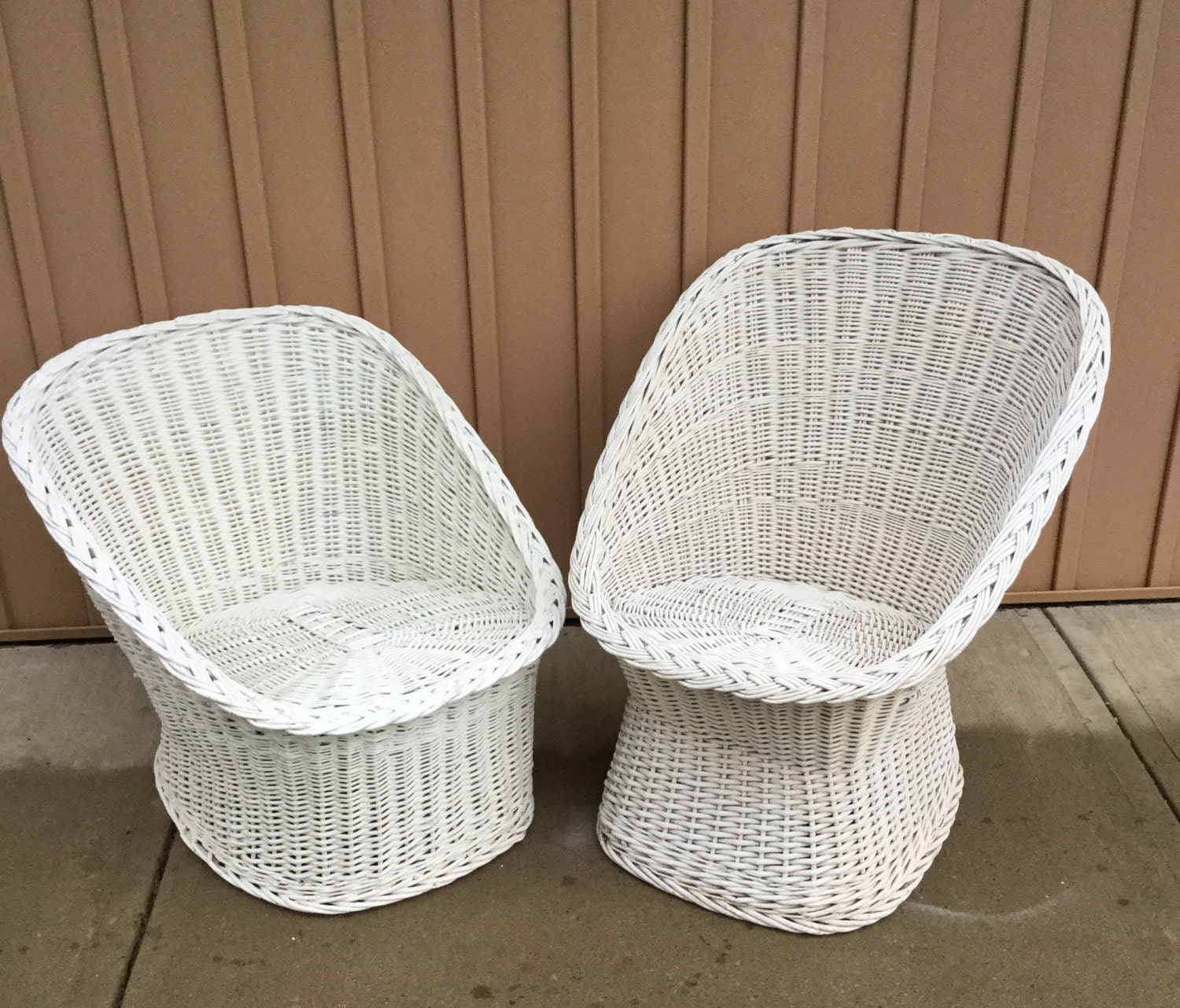 His hrs vintage wicker egg chairs pair - Egg chair vintage ...