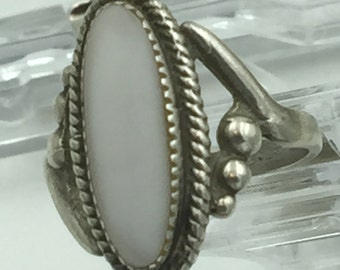 Sterling Silver Vintage Ring White Oval Stone (SZ 7)