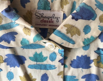 Adorable 1950's Women's Shapely Classic Frog Print Elbow Blouse