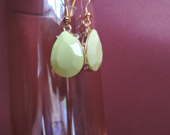 Beveled teardrop playful yellow with gold accent