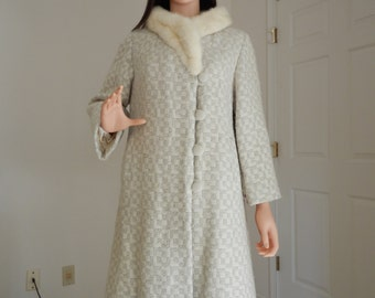 Gorgeous 1969 Vintage Ivory-white and Grey Checkered-Plaid Wool White Fox Collar Women's size Medium-Large