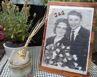 wedding picture on woodplanks | handmade by LEO & FISH