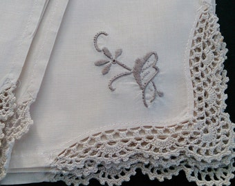 Vintage Ivory and Ecru Embroidered Linen Napkin with Crochet Lace Edging RBT0632
